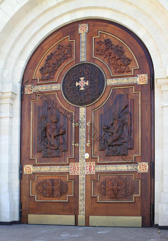 Купить дверь из массива в Новосибирске Деревянные