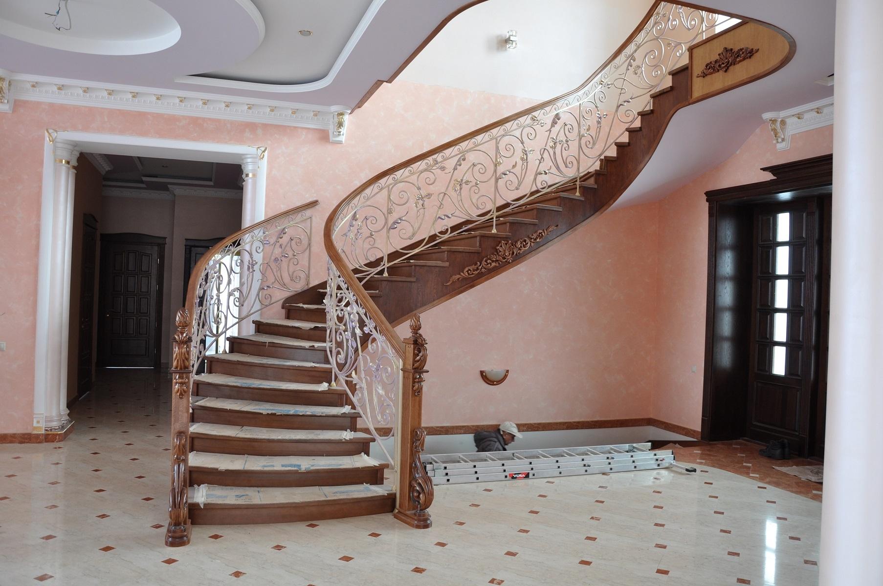 Купить деревянную лестницу в Минске - Балясины и элементы