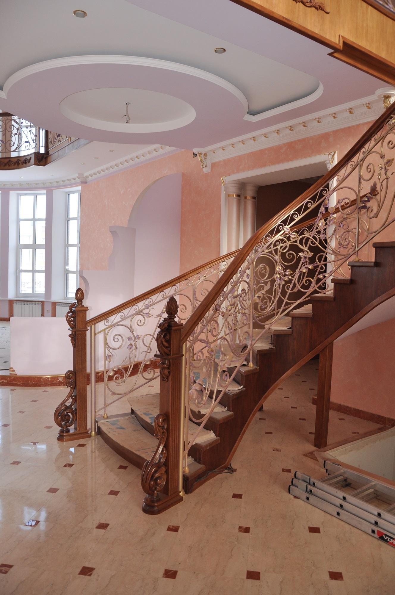 Купить комплектующие для деревянных лестниц